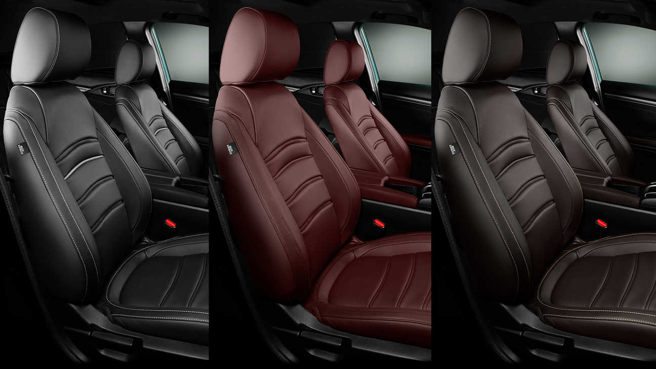 Close-up van Honda Civic 5-deurs leren interieur in Bordeauxrood, Midnight Black en Dark Brown.