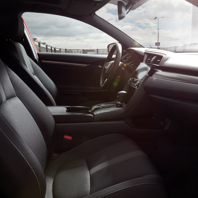 Zijaanzicht van interieur Honda Civic.