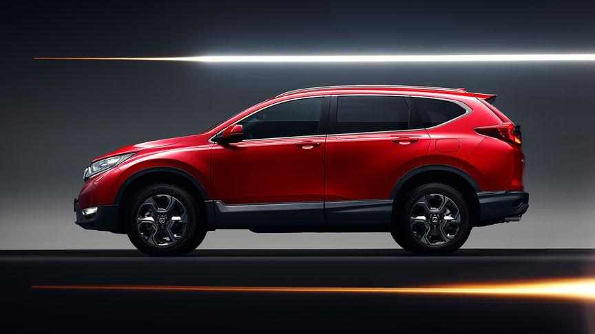 Zijaanzicht van Honda CR-V om de sportieve look en lichtmetalen velgen te tonen.