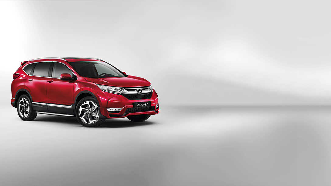 Zijaanzicht van rode Honda CR-V in studio.