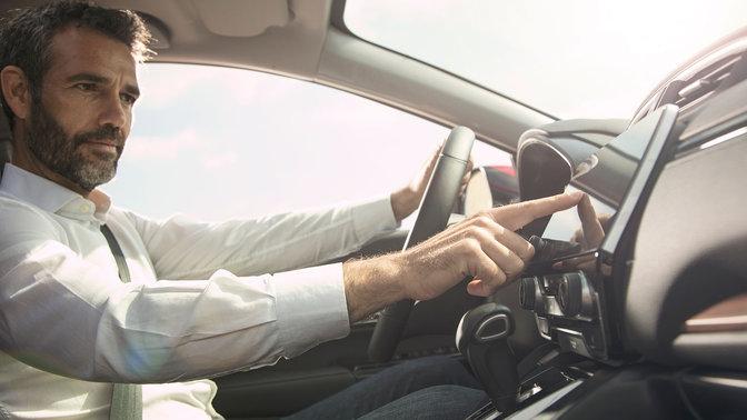 Zijaanzicht 7 inch aanraakscherm Honda CR-V.