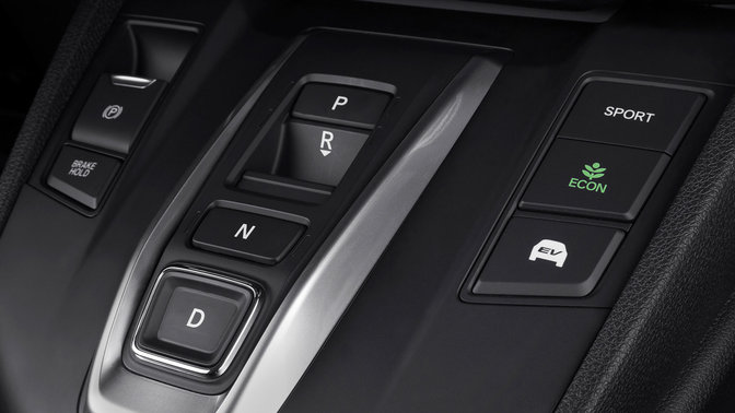 Close-up van interieurconsole Honda CR-V Hybrid.
