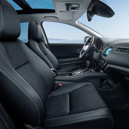 Zijaanzicht van Honda HR-V stoelen en dashboard