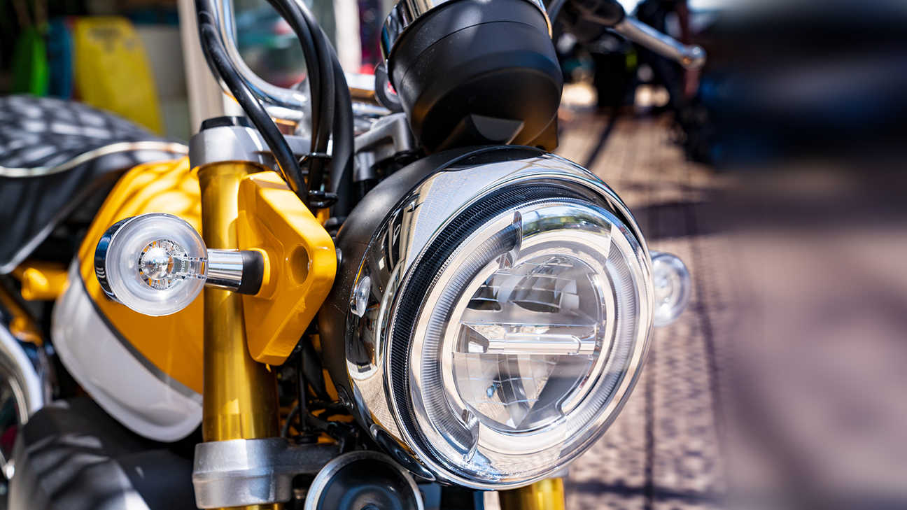 Monkey 125 cc, close-up van koplamp