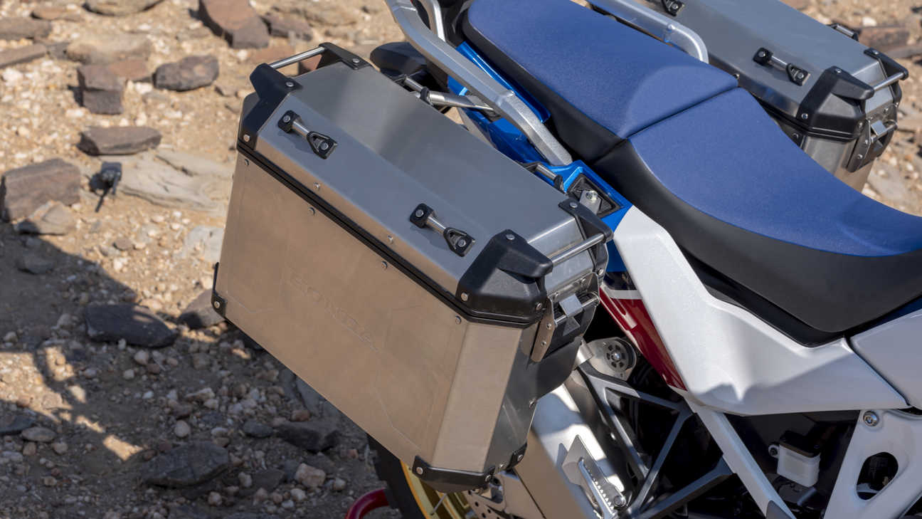 Honda Africa Twin Adventure Sports, ingezoomd op zijkoffers