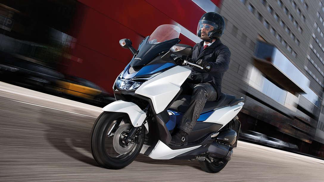 overzicht forza 125 scooters aanbod motorfietsen honda. Black Bedroom Furniture Sets. Home Design Ideas
