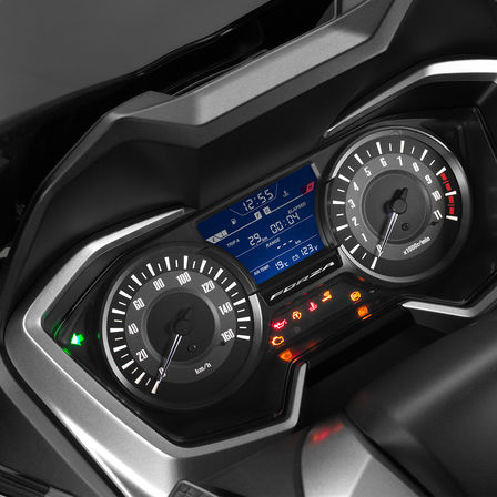 Close-up van Honda Forza 300 dashboard.
