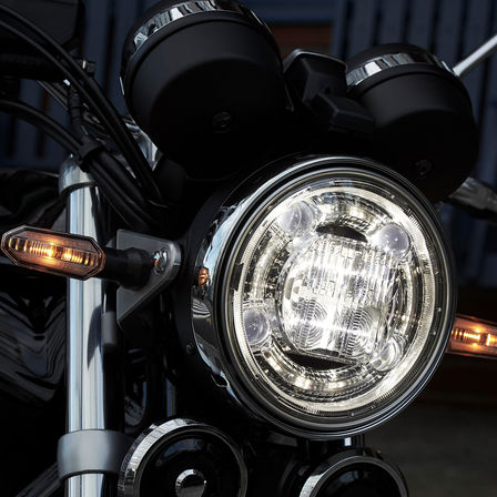 Close-up van koplamp Honda CB1100 RS.