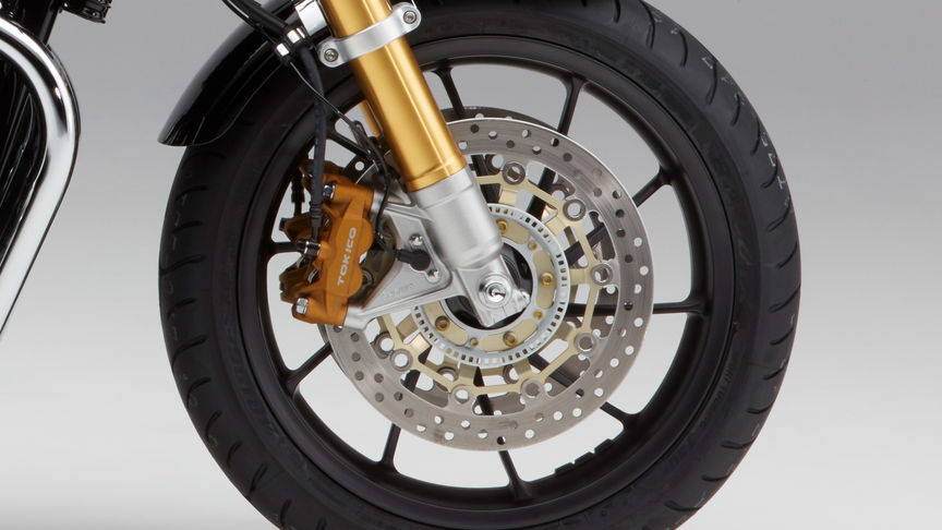 Close-up van wielen Honda CB1100 RS.