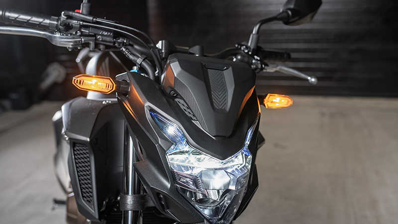 CB500F, ingezoomd op LED-verlichting