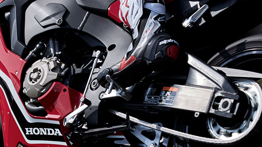 Close up van (optionele) Quickshifter Honda CBR1000RR.